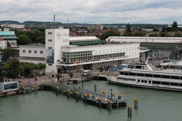 "The Friedinmuseum Friedrichshafen. In the Foreground you can see the Passenger Ship ""Graf Zeppelin."" By Rizzo-Own Work, CC BY 3.0, https://commons.wikimedia.org/w/index.php?curid=7370872"