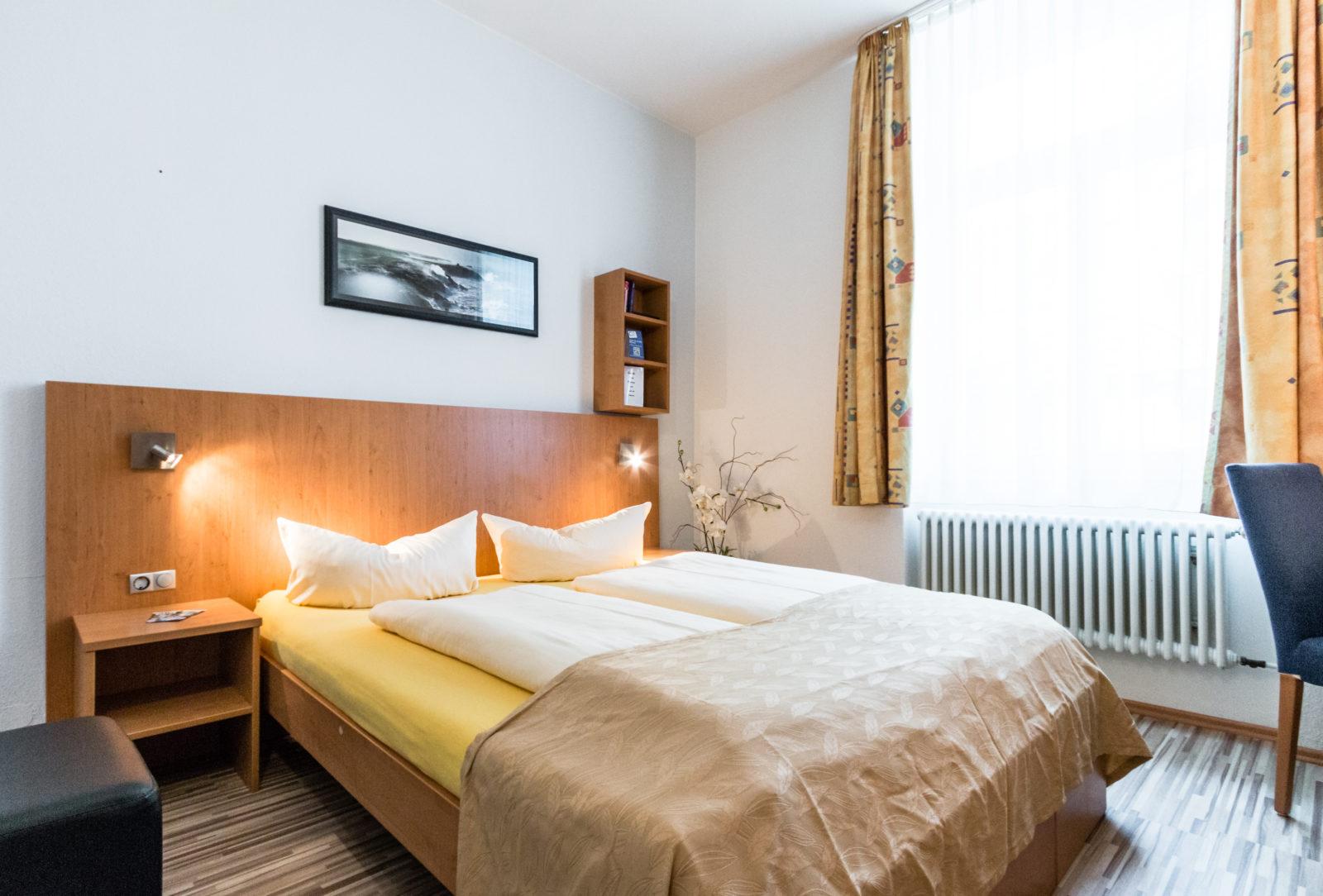 Kleines Doppelzimmer 303 (2)